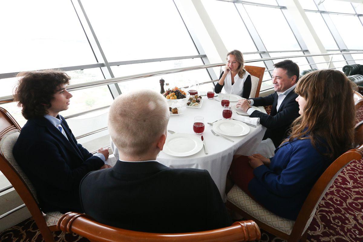 Андрей Воробьев губернатор московской области - Андрей Воробьев наградил выпускников, набравших 300 баллов на ЕГЭ
