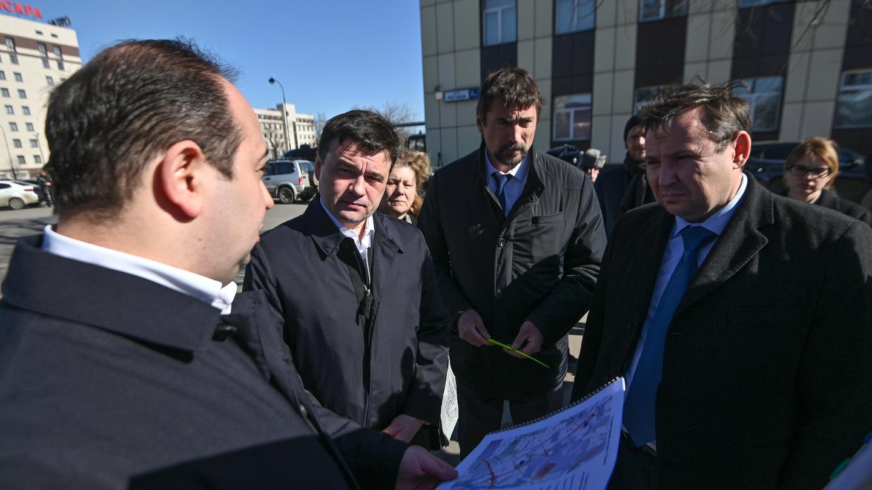 Губернатор Московской области побывал на месте строительства новой дороги