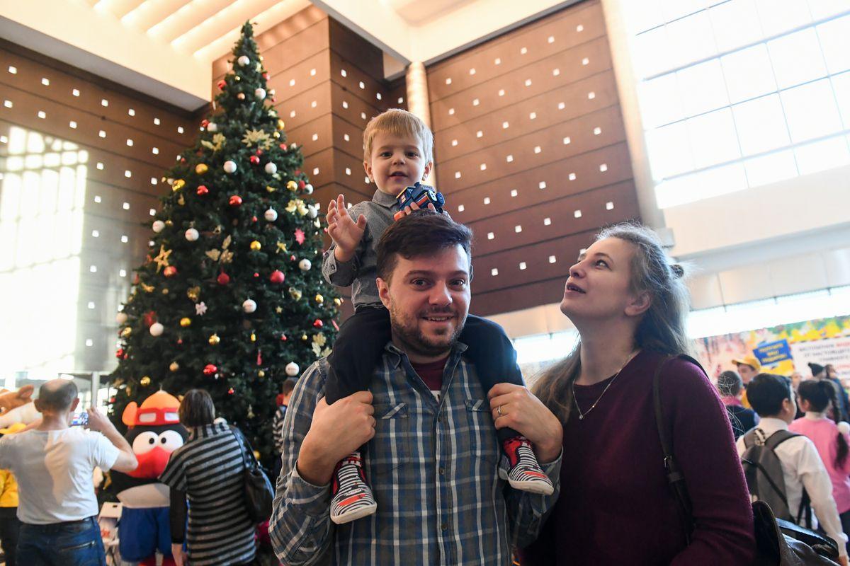 Андрей Воробьев губернатор московской области - Новогодняя елка для ребят из детских домов и малобеспеченных семей прошла в Подмосковье