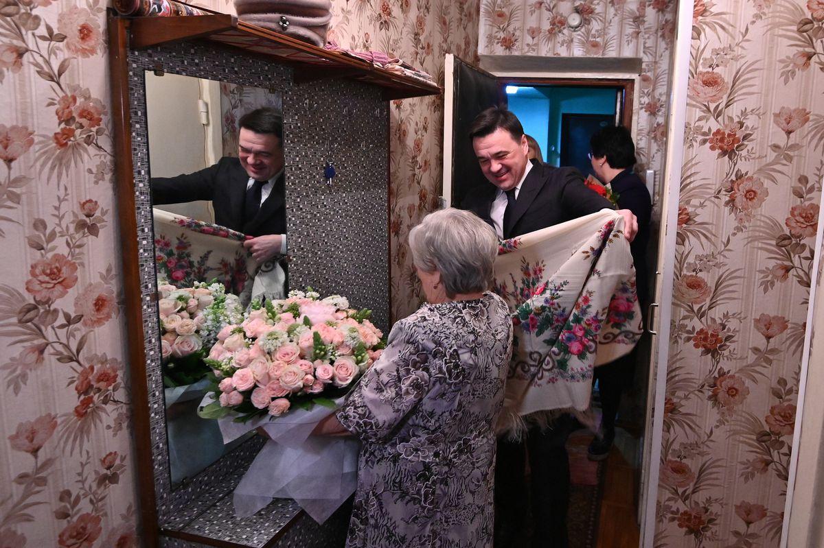 Андрей Воробьев губернатор московской области - Встреча с труженицей тыла Клавдией Бахлиной