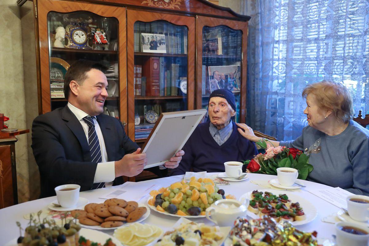 Андрей Воробьев губернатор московской области - Исааку Халатникову — 100 лет. Губернатор поздравил великого ученого с юбилеем