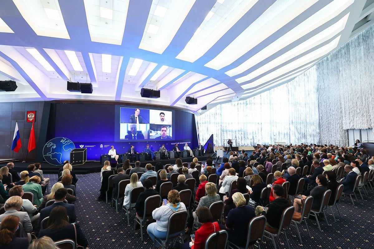 Андрей Воробьев губернатор московской области - Вдохновлять и обучать: в области стартовал форум «Время образования»