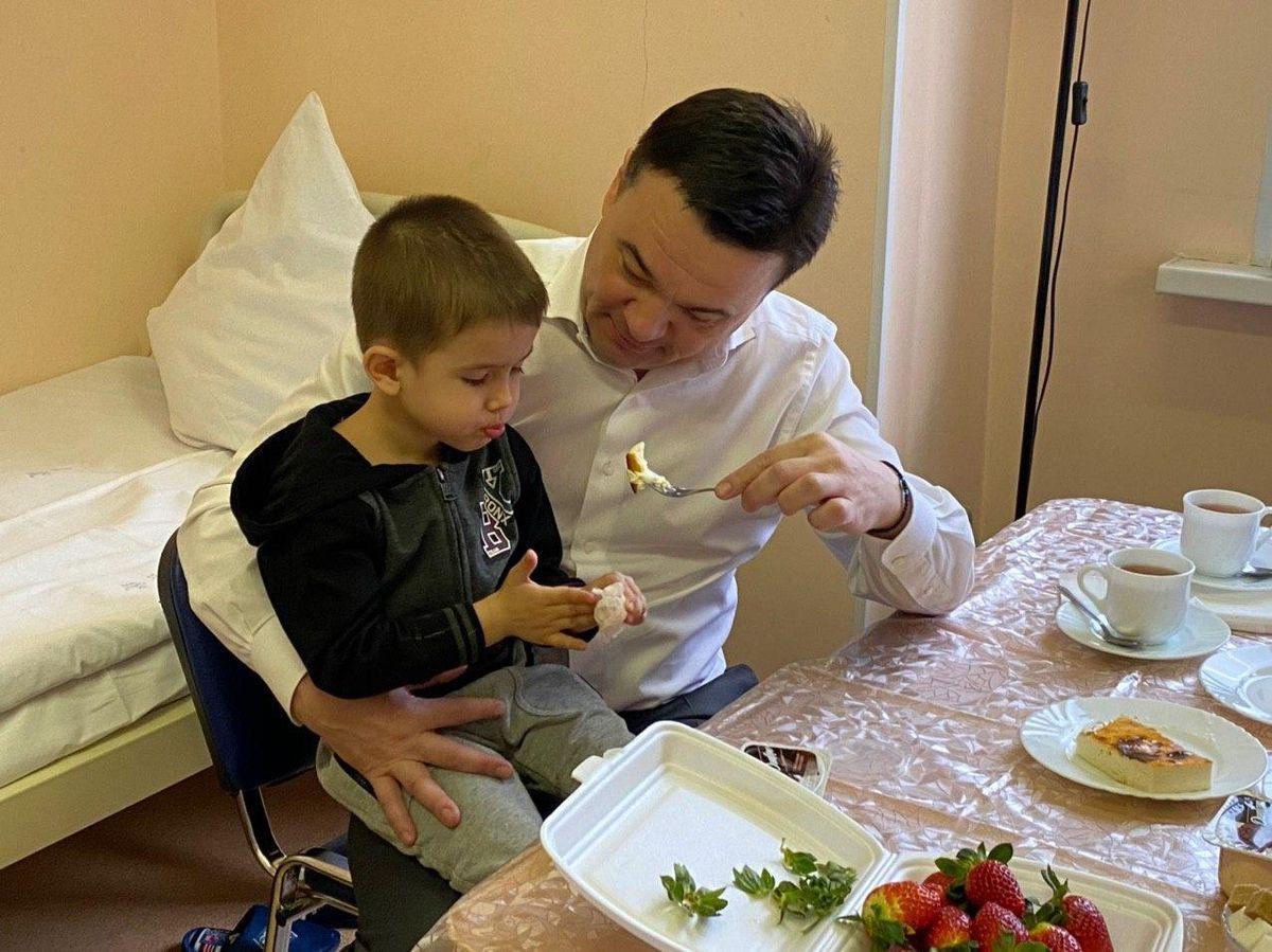 Андрей Воробьев губернатор московской области - Чужих детей не бывает: Андрей Воробьев встретился с ребятами, которых оставил отец