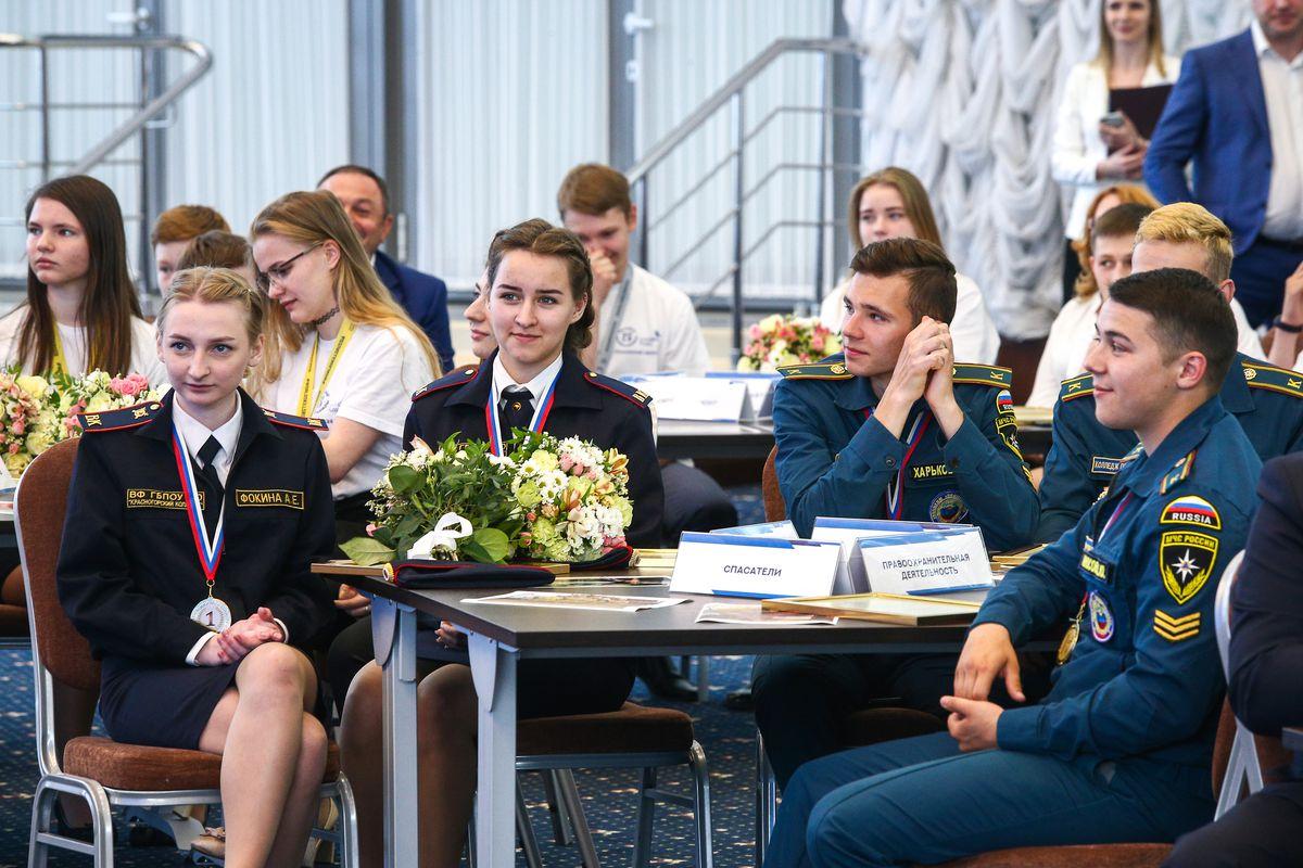 Андрей Воробьев губернатор московской области - Андрей Воробьев поздравил медалистов конкурса WorldSkills Russia