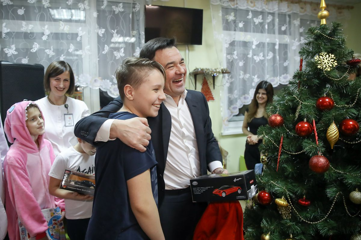 Андрей Воробьев губернатор московской области - Новый год в МОНИКЕ: для ребят в клиническом институте устроили сказочный праздник