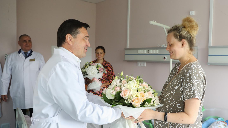 С заботой о молодых матерях. Губернатор посетил «Сергиево-Посадский центр материнства и детства»