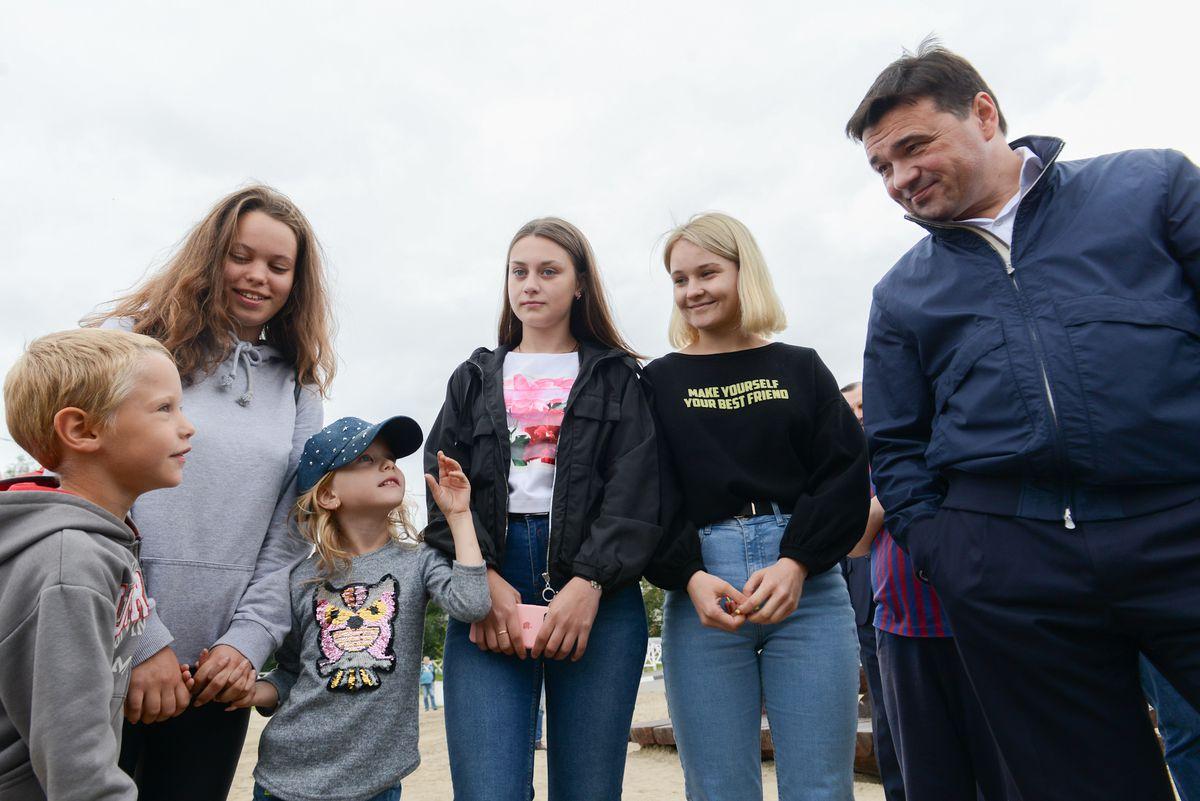 Андрей Воробьев губернатор московской области - Новая жизнь для старых парков и улиц: губернатор посетил Рошаль