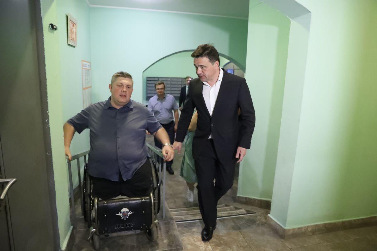 Андрей Воробьев губернатор московской области - Проверка выполнения программы «Мой подъезд» в Красногорске