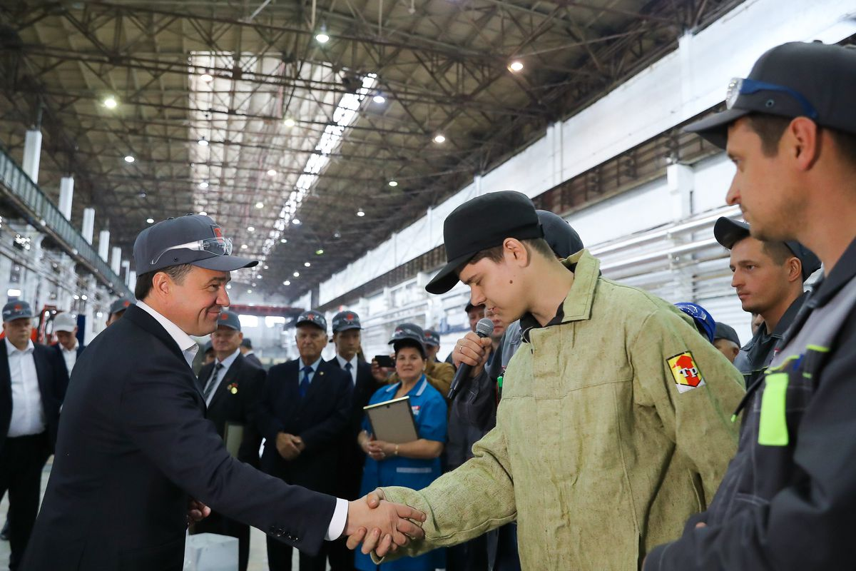 Андрей Воробьев губернатор московской области - Андрей Воробьев поздравил рабочих с Днем промышленника