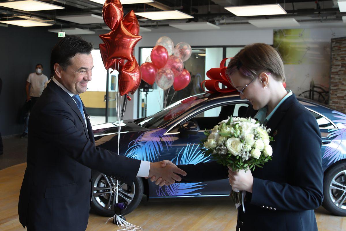 Андрей Воробьев губернатор московской области - В знак усердия и таланта. Победительнице Европейской олимпиады по физике подарили Mercedes