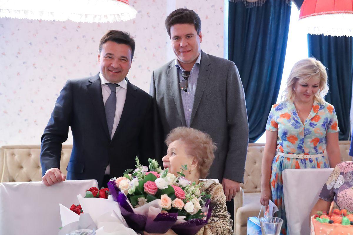 Андрей Воробьев губернатор московской области - Глава региона поздравил ветерана труда с 90-летием