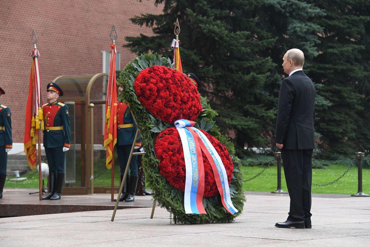 Андрей Воробьев губернатор московской области - Возложение цветов к Могиле Неизвестного Солдата