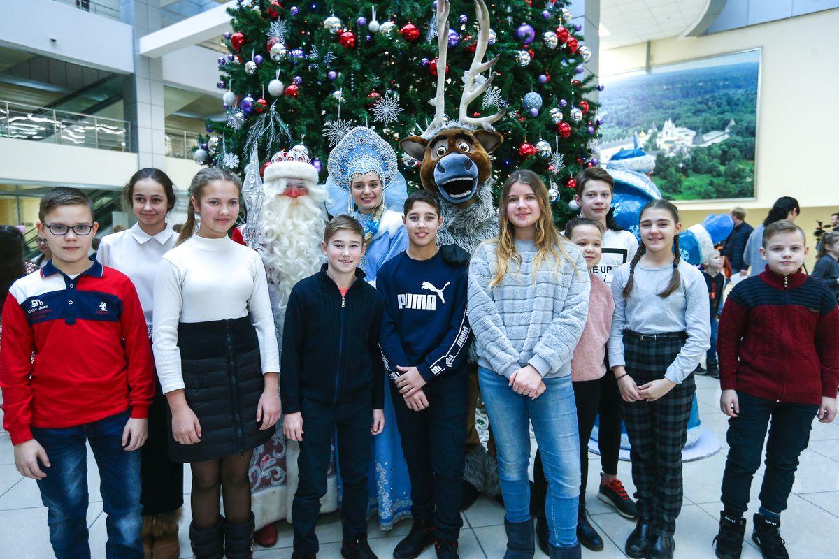 Андрей Воробьев губернатор московской области - Рождественские чудеса в Подмосковье: дети посетили праздничную елку