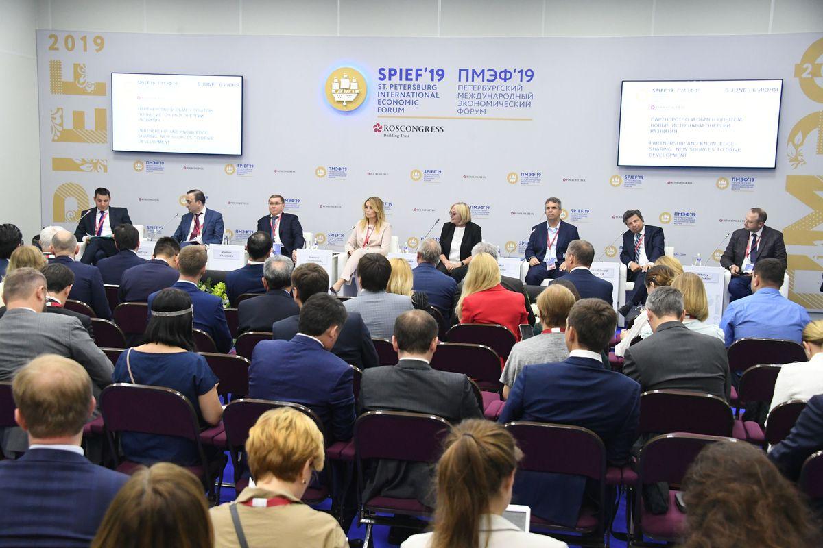 Андрей Воробьев губернатор московской области - Первый день ПМЭФ-2019