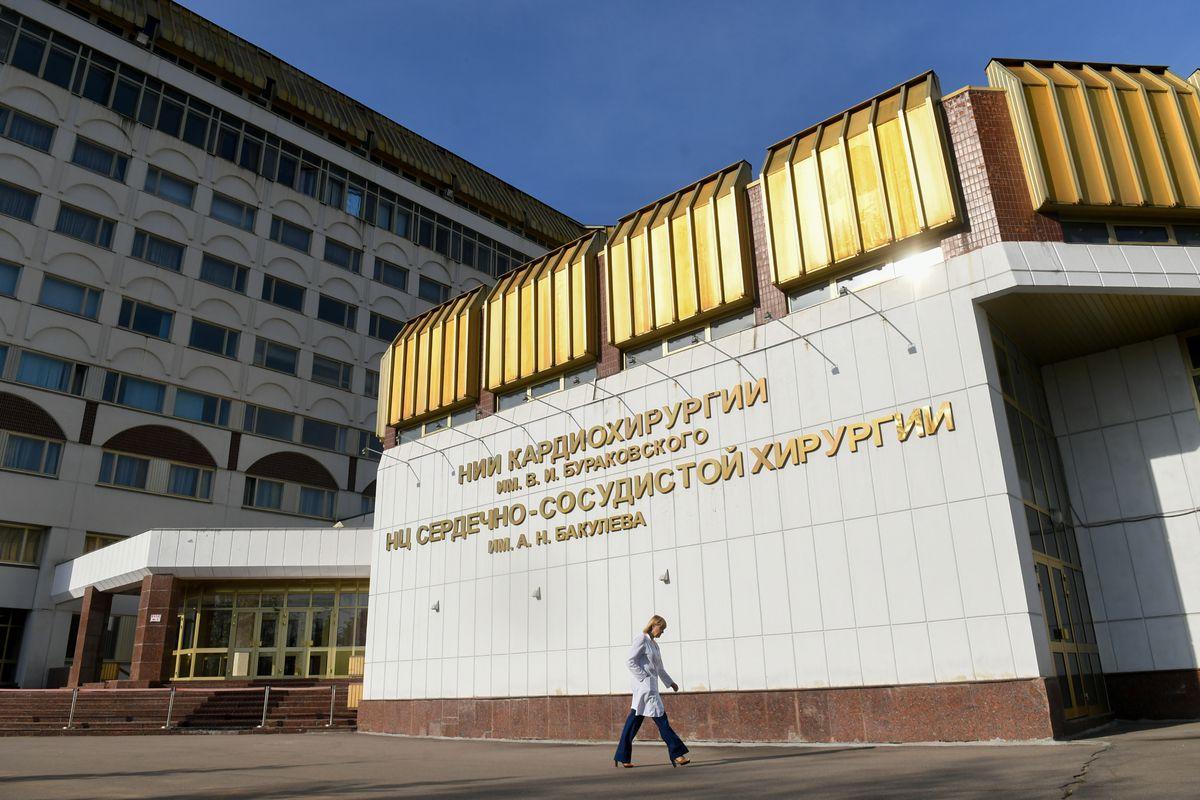 Андрей Воробьев губернатор московской области - Посадка деревьев на памятной аллее в Центре имени Бакулева