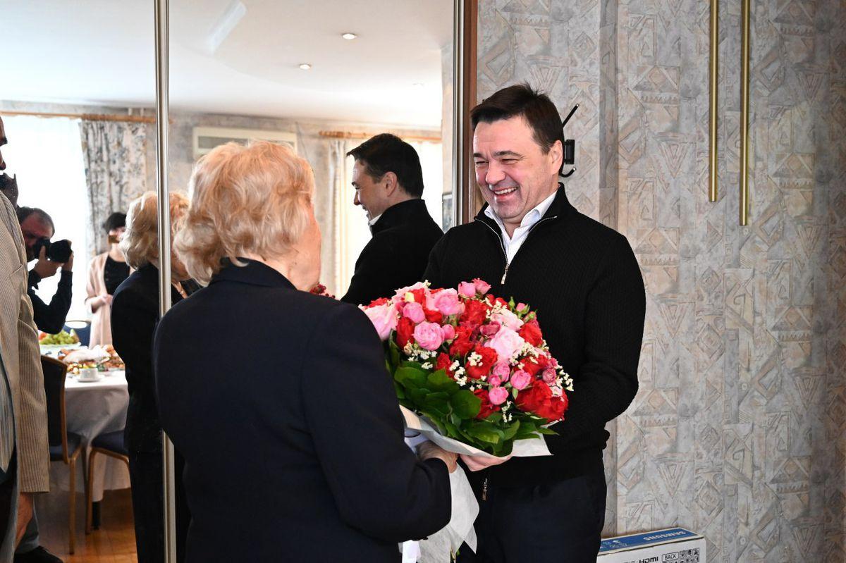 Андрей Воробьев губернатор московской области - Встреча с Галиной Шаюк, пережившей блокаду Ленинграда