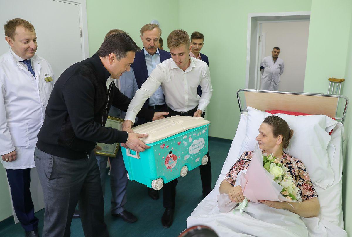 Андрей Воробьев губернатор московской области - Губернатор вручил многодетной матери сертификат на покупку жилья