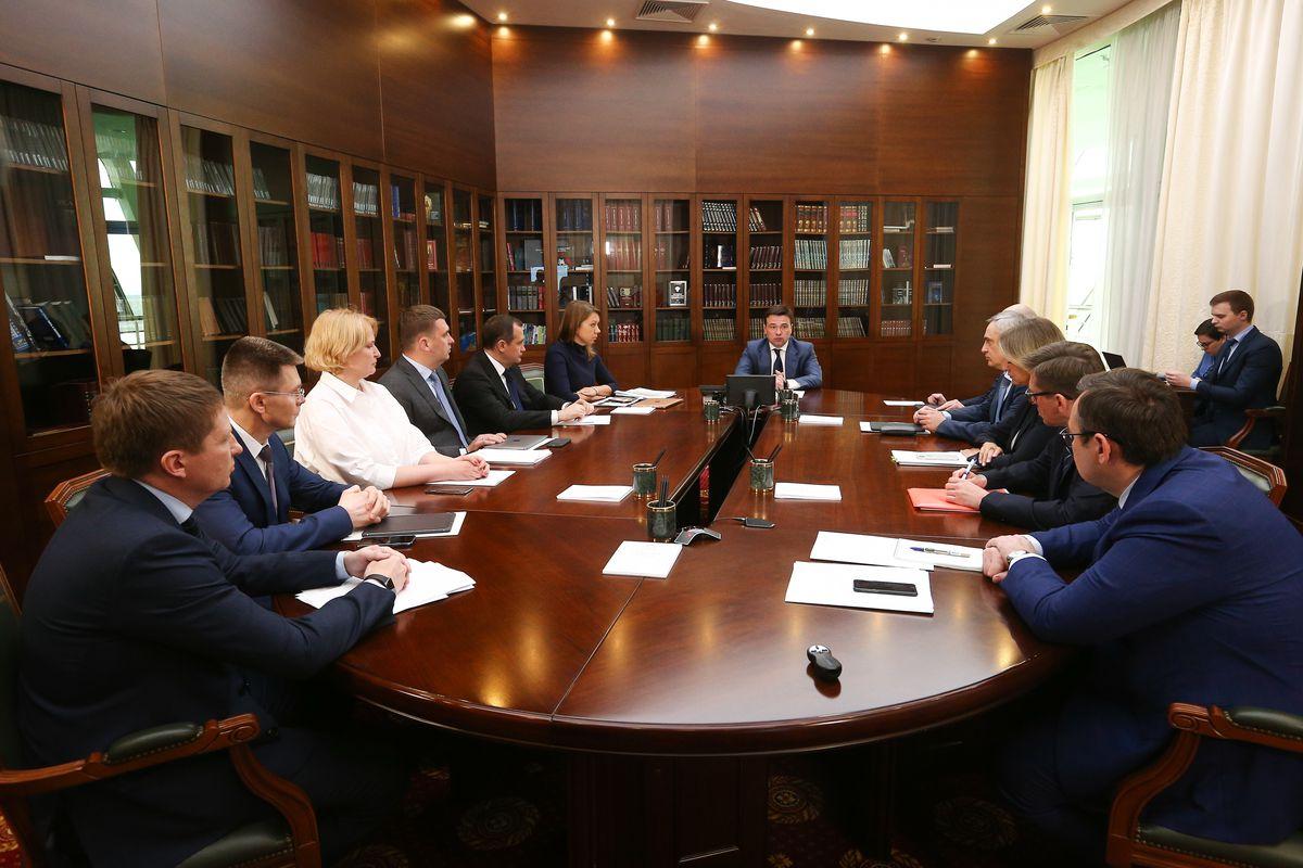 Андрей Воробьев губернатор московской области - Строительство детских площадок и выдачу ключей дольщикам обсудили на совещании зампредов