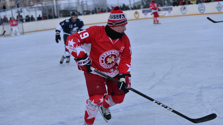Товарищеский матч «Легенд хоккея» против команды управления и штаба Северного флота «К-21»